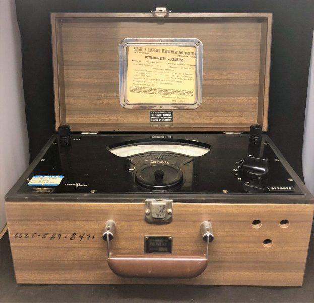 Dynamometer Voltmeter Model D Sensitive Research Instrument Corp 1962 (1)